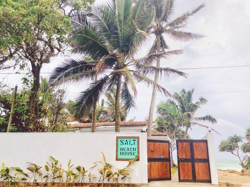 SALT BEACH HOUSE, holiday rental in Talpe