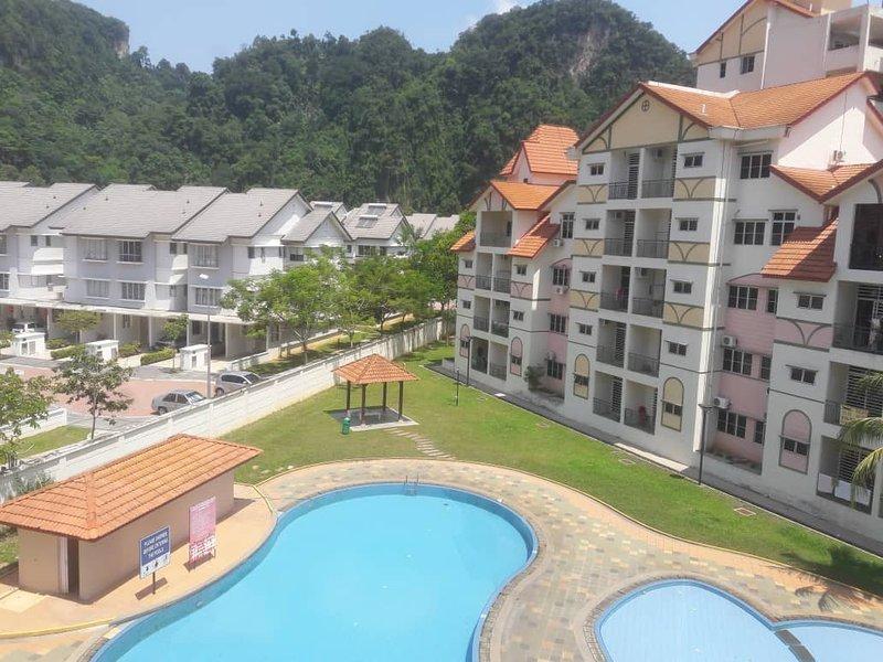 Sunway City Homestay 1Km to LOST World of Tambun, holiday rental in Brinchang