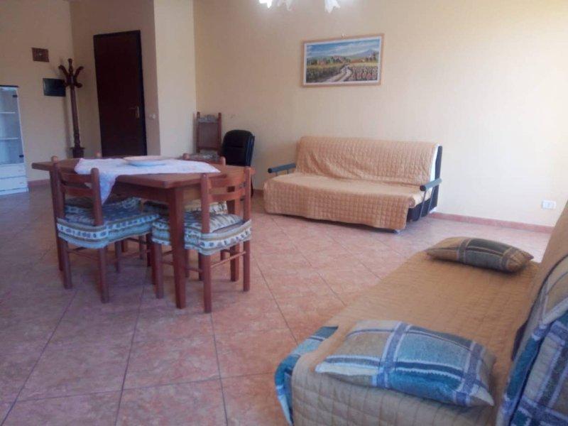 Appartamento vicino il mare ed il corso principale, alquiler de vacaciones en Botricello