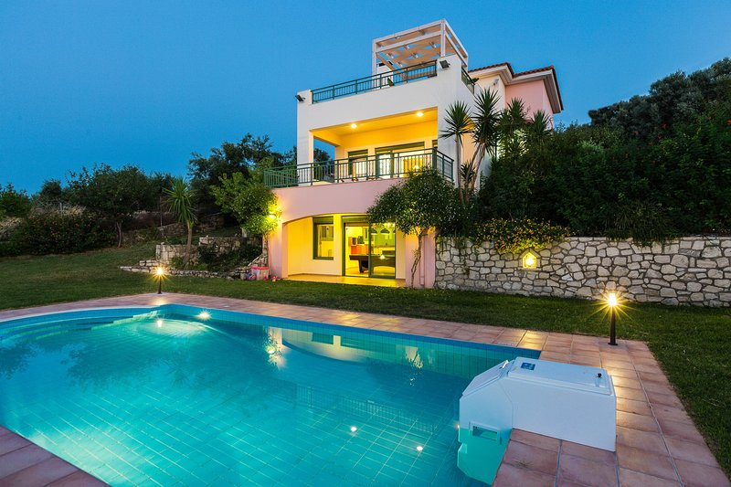 Archos Villa with Private Pool, 7 km to the Beach & Jacuzzi & BBQ+Amazing Views, holiday rental in Mesi