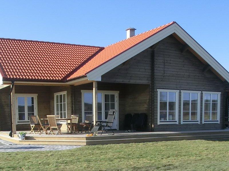 Nybyggd timmerstuga med fantastisk sjöutsikt, Ferienwohnung in Örebro län