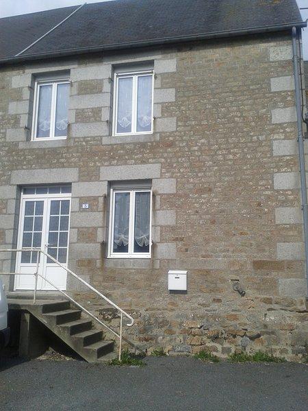 CHURCH VIEW, casa vacanza a Landelles-et-Coupigny