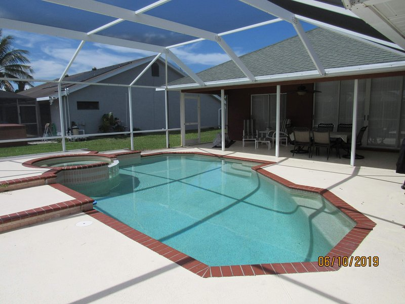 Private Heated Pool & Spa - Stunning PSL Sandpiper 3 bed home screened pool, casa vacanza a Port Saint Lucie