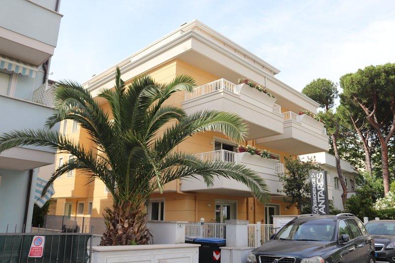 piano primo 103 con doppio balcone, location de vacances à Coriano