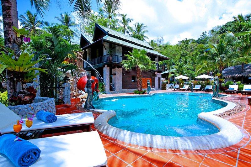 ⭐Suite room (mountain chalet-style) Kata Beach ★ Phuket, vacation rental in Ban Kata