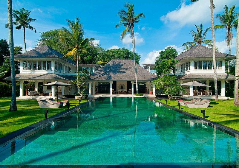 Villa Matahari: An incredible luxury villa by the beach, alquiler vacacional en Seseh