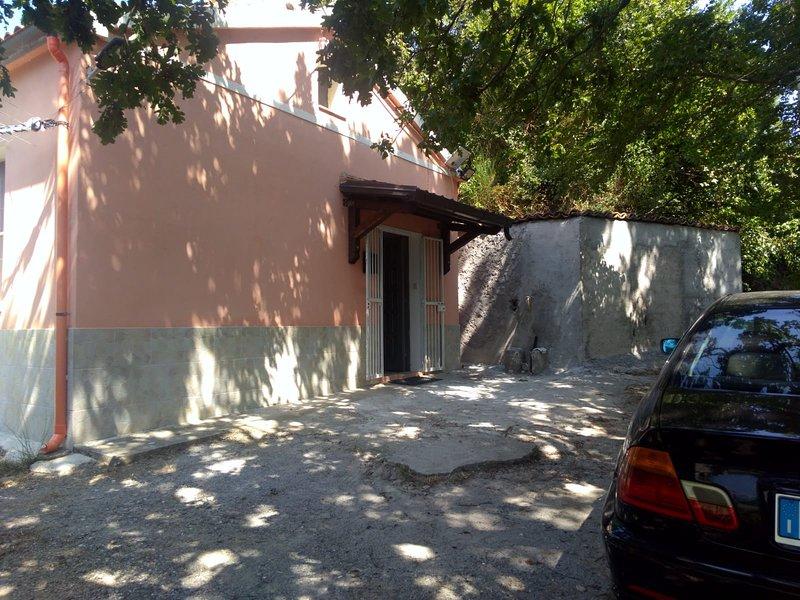 "'Affitto casa vacanza composto da 1 bagno, 1 cucina 2 camere da letto"", vakantiewoning in Latronico"