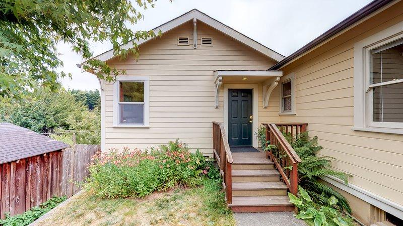 Tasteful Arcata Cottage with Redwood Views, vacation rental in Arcata