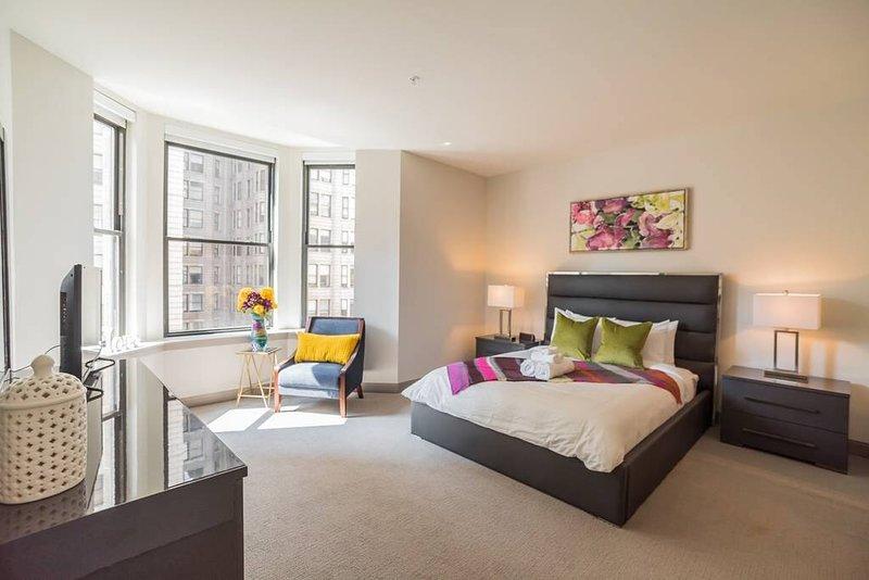 Moderna y espaciosa casa ubicada a pasos de la Avenida de las Artes. Esta casa es de 1800 pies cuadrados y ofrece tres dormitorios completos, así como un sofá cama en la sala de estar para invitados adicionales. La ubicación no podría ser mejor, salga y usted ...