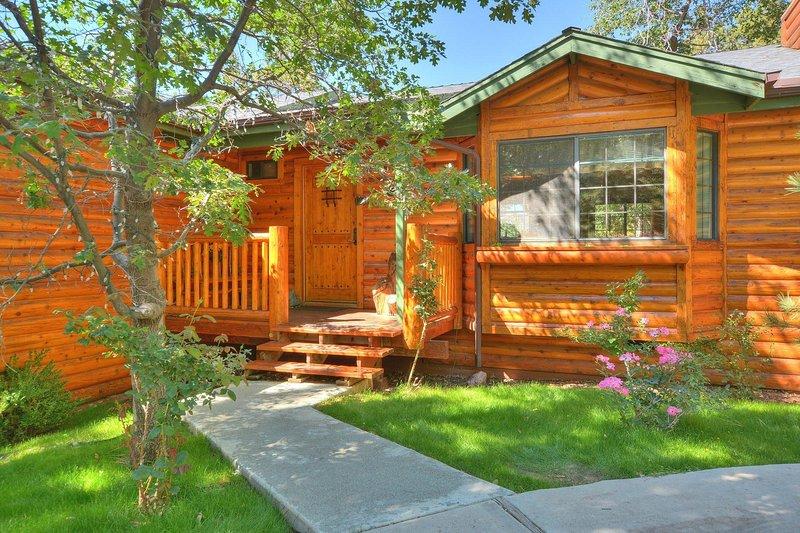 23 - ONE ACRE LOG CABIN ESTATE, vacation rental in Big Bear Lake