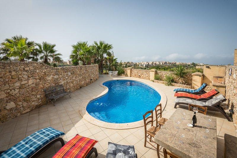 Bezger 1 , Triq it Tigrija Nadur Gozo with Private Pool and View, holiday rental in Nadur