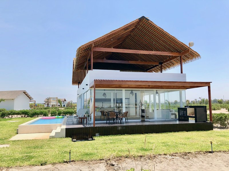 Secluded Luxury Beach House in Chincha Peru, location de vacances à Paracas