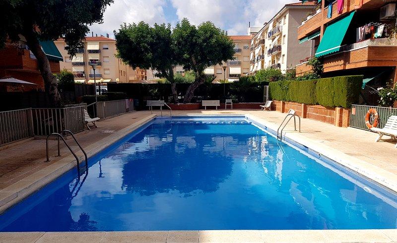 COMARRUGA PLAYA Apartamento con piscina, vacation rental in Coma Ruga