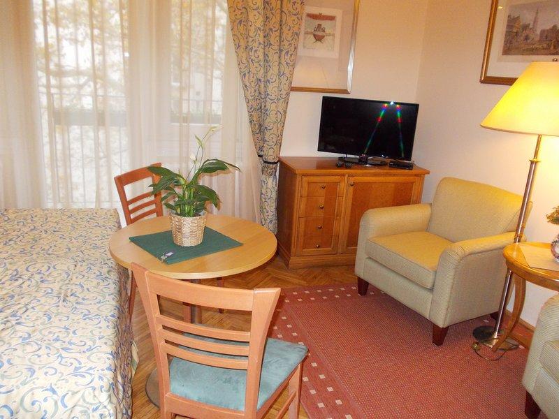 FlatneartoCastleHill A_WIFI, vacation rental in Etyek