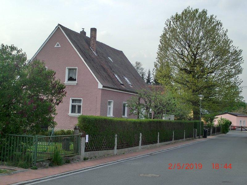 Ferienwohnung in Hirschau (für Monteure max. 1 Person buchbar), location de vacances à Neustadt an der Waldnaab