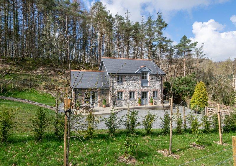 Bwthyn yr Ardd - Wisteria Cottage, holiday rental in Aberystwyth