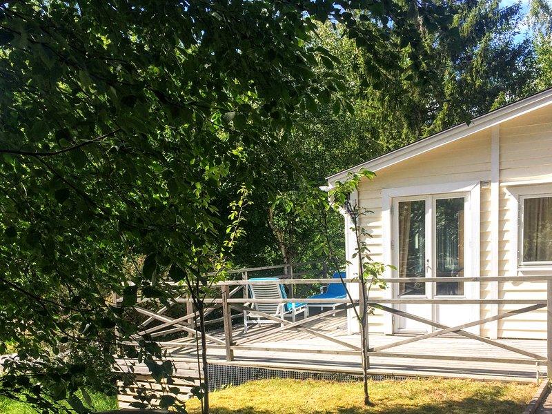 En stuga vid Mälaren, location de vacances à Svartsjo