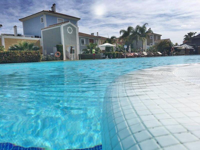 Martha´s Brunch Apartamentos Boutique para 6 personas, vacation rental in Estepona