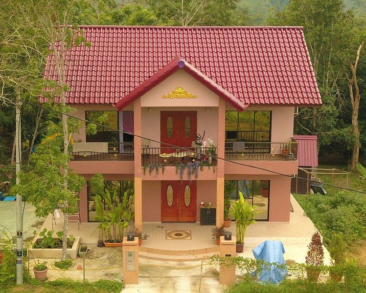Sky View Villa Bed & Breakfast - Magpie Room, holiday rental in Bentong