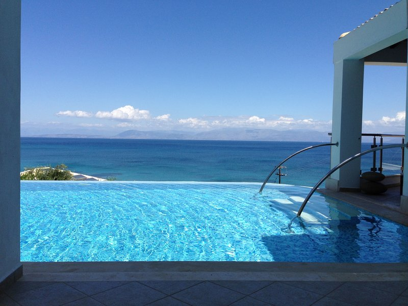 IONIAN PEARL Luxury Spa Villa, vacation rental in Corfu