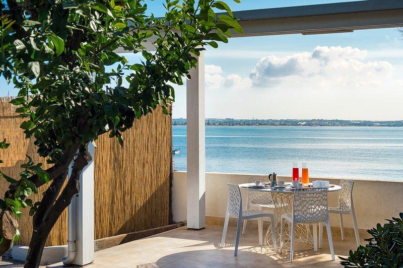 Casa Di Natale Villa Sleeps 8 with Air Con - 5811120, holiday rental in Granelli