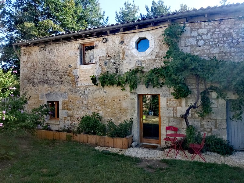 Charmante maison a 10 minutes d'Angouleme, holiday rental in Soyaux