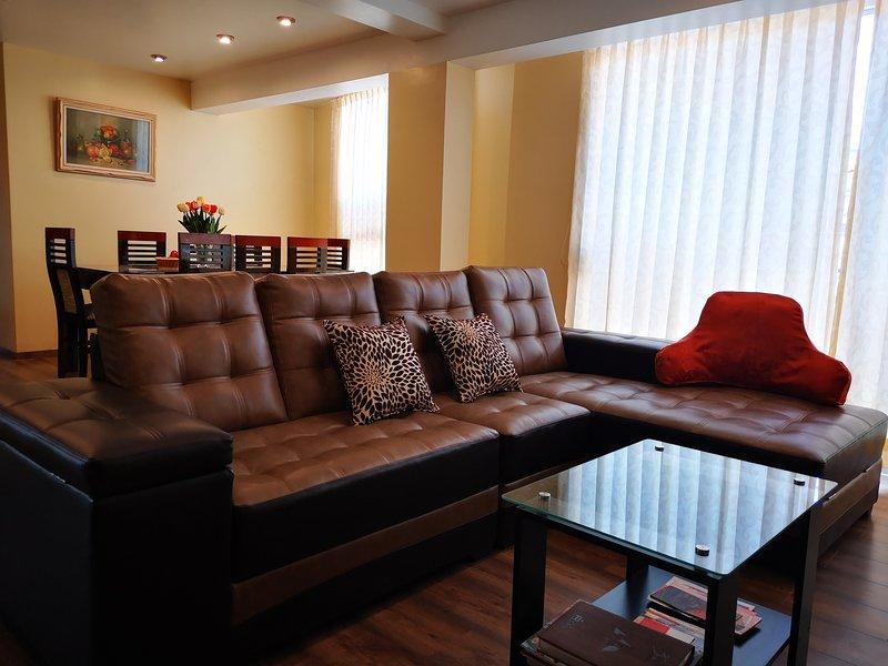 Sala y comedor con el espacio adecuado para disfrutar de una buen estancia.