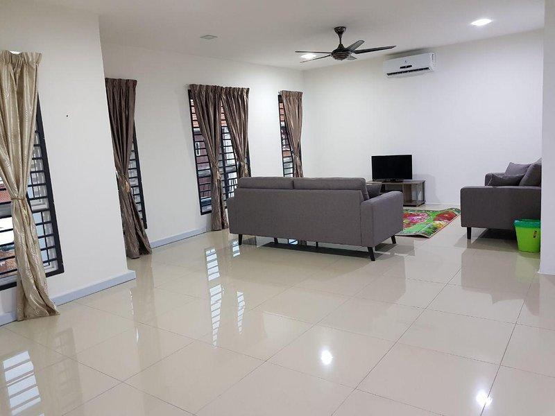 Suraya Homestay, holiday rental in Lukut