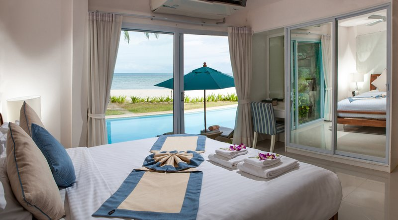 Beach Front Villa Baan Rim Had, vacation rental in Laem Set