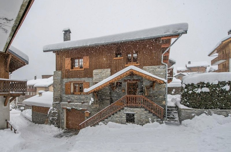 Chalet Le Houx, Amazing newly renovated 8/9 bed chalet in Meribel, holiday rental in Meribel