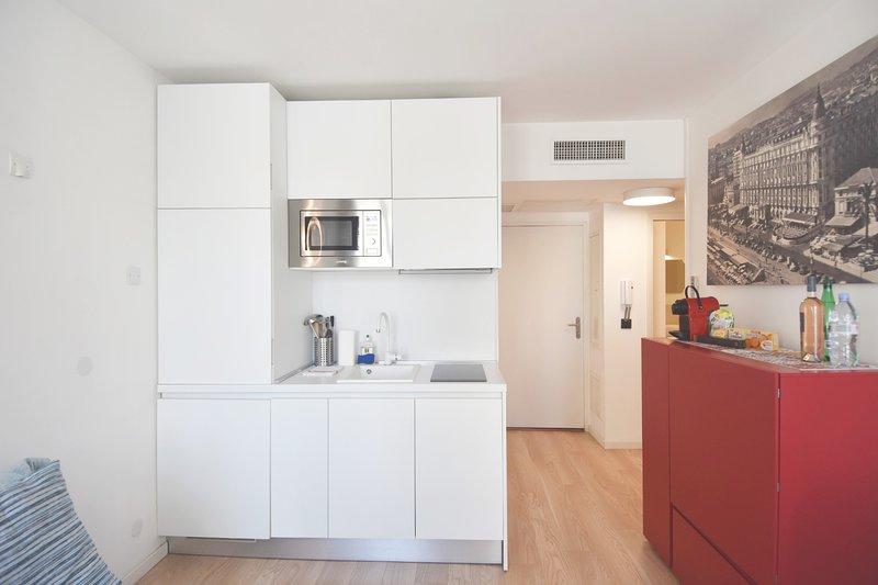 Kitchenette con Figo, lavadora-secadora, lavavajillas, microondas, inducción, almacenaje