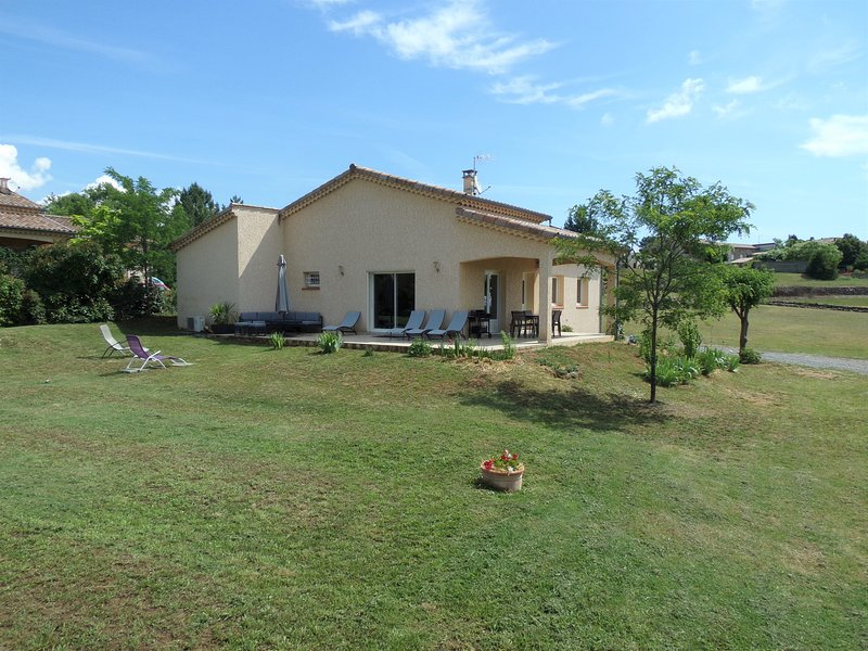 Maison avec Piscine 'La Grand Vigne', holiday rental in Planzolles