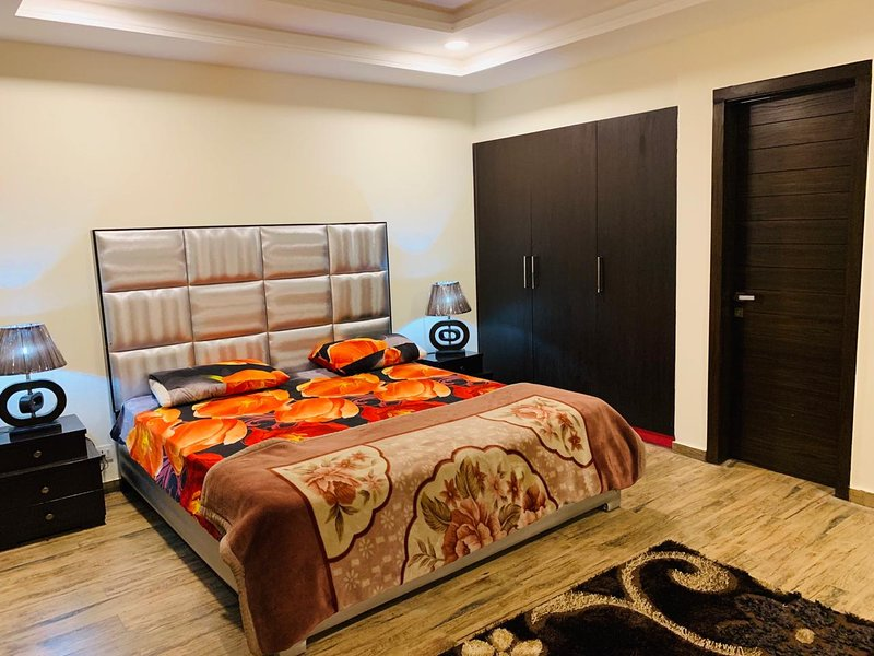 1 bed well furnished Apartment in Bahria town Islamabad Rawalpindi, vakantiewoning in Pakistan