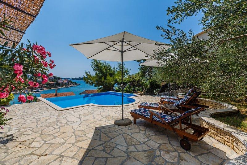 Villa Paladin, location de vacances à Tisno