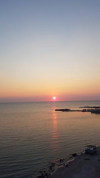 Sunset view - Hidri family apartment, location de vacances à Comté de Durres
