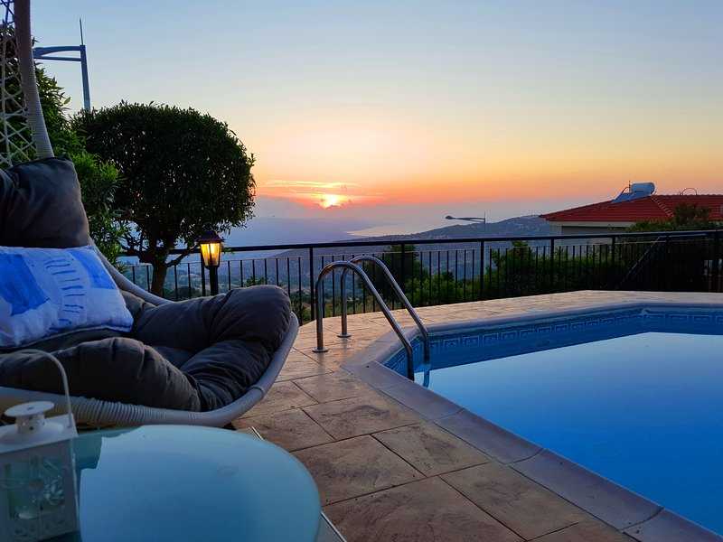 ⭐️Ithaki House⭐️Private Pool/WOW Views & Sunsets⭐️, holiday rental in Steni