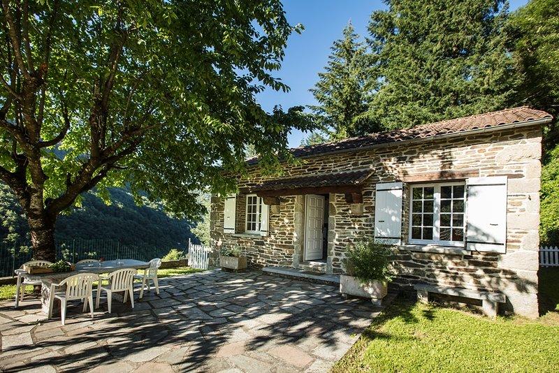 Le cerisier hameau de thouy sidobre, holiday rental in Lacaze