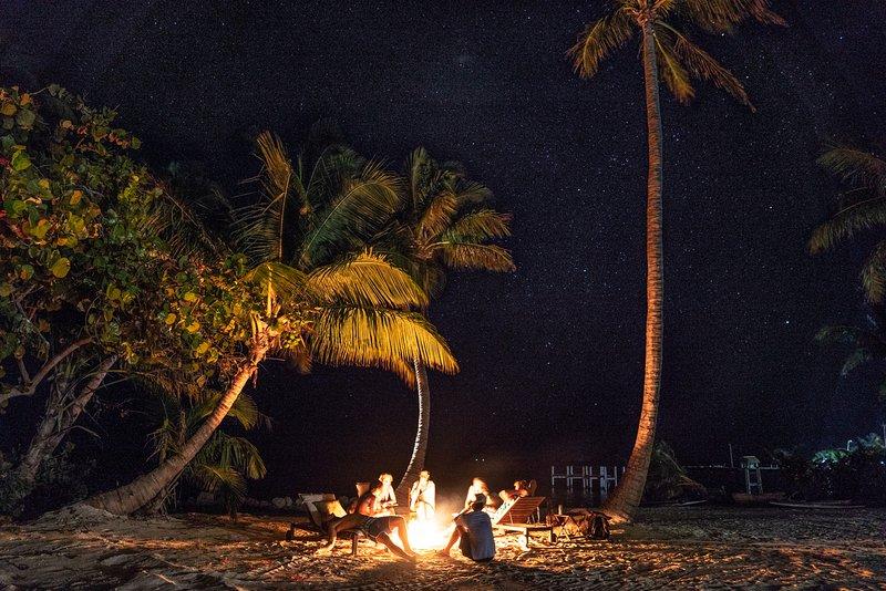 Fogueira de praia sob as estrelas!
