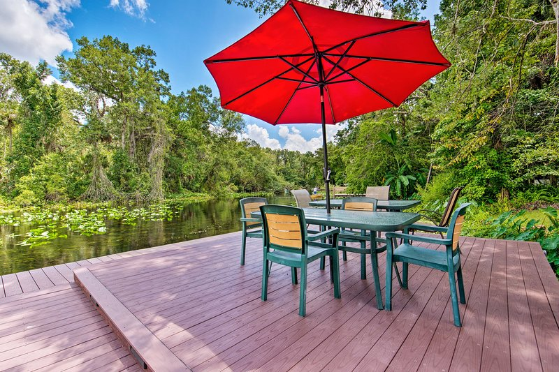 Waterfront Bungalow Studio on Rock Springs River!, location de vacances à Apopka