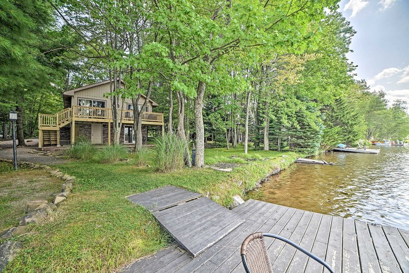 North Arrowhead Lake House w/ Deck & Grill!, holiday rental in Thornhurst