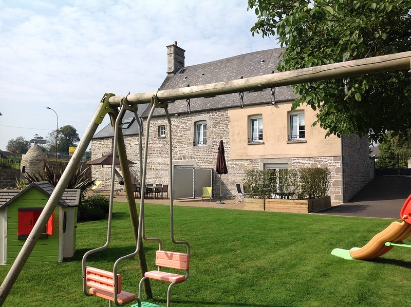 Beautiful house with garden & Wifi, vacation rental in Villedieu-les-Poeles