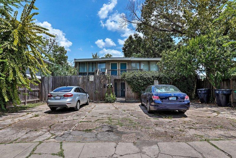 La propiedad tiene 1 lugar de estacionamiento designado para su vehículo.