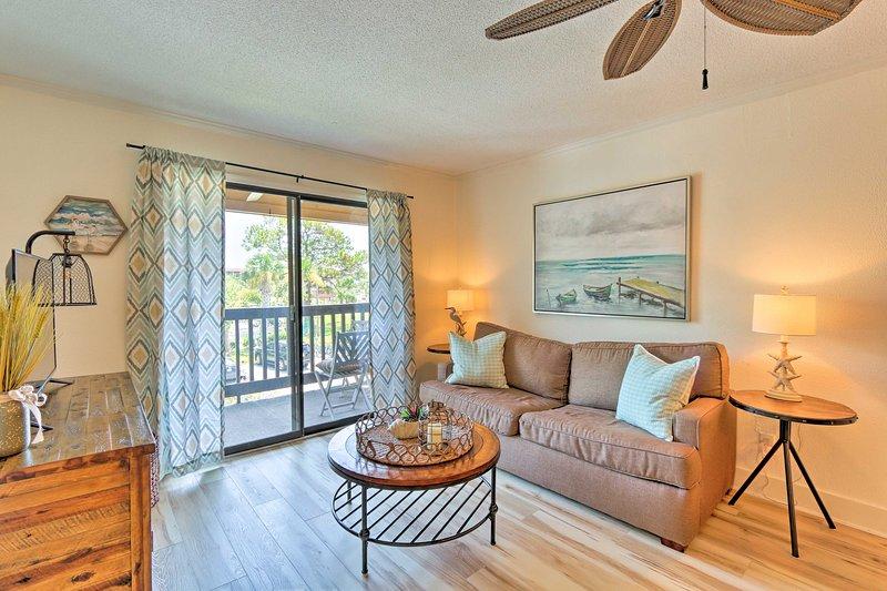 Resort Condo w/ Patio - Walk to Folly Field Beach!, holiday rental in Bluffton