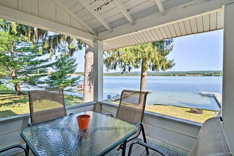 Petoskey Waterfront Cottage w/ Deck + Grill!, vacation rental in Bay View