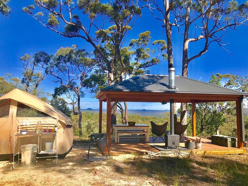 Glamp Wombat Ridge, overlooking World Heritage Yengo National Park, location de vacances à Kulnura