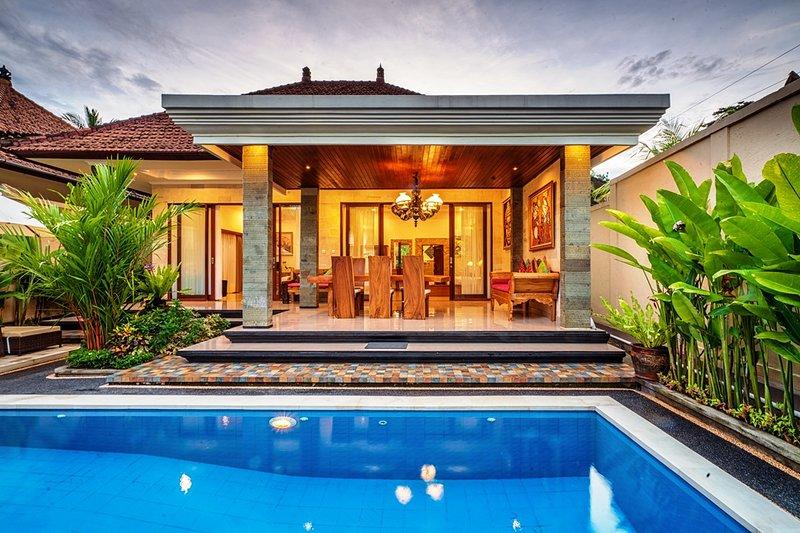 The Lenco Villa, Two Bedroom, location de vacances à Kedewatan