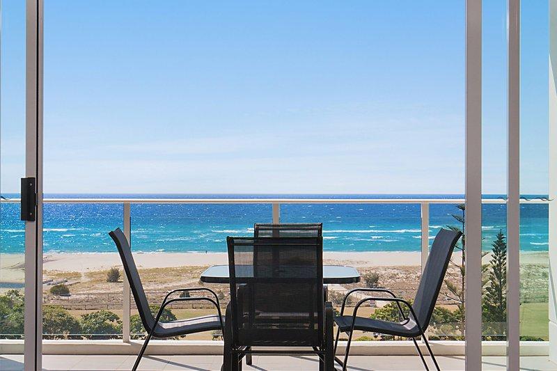 Kirra Surf 508 - Enjoy Kirra beachfront luxury, vacation rental in Bilinga