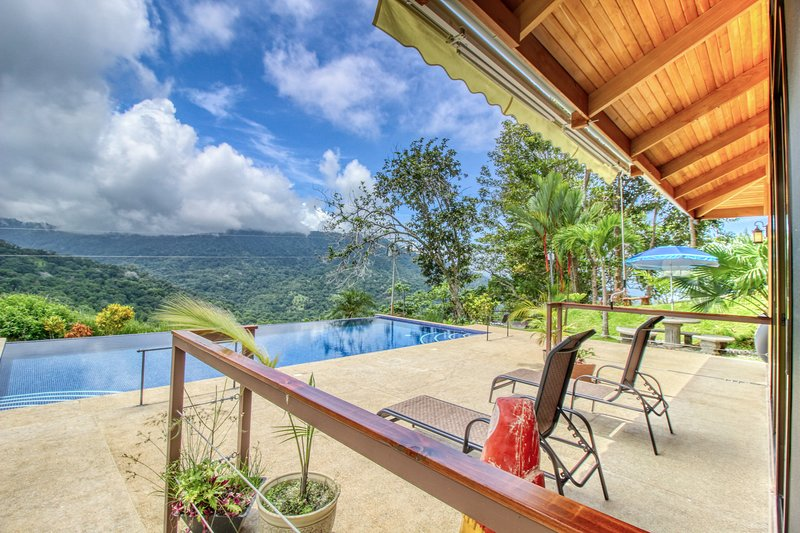 Beautiful, private studio in the hills w/ ocean views & pool!, vacation rental in Playa Matapalo
