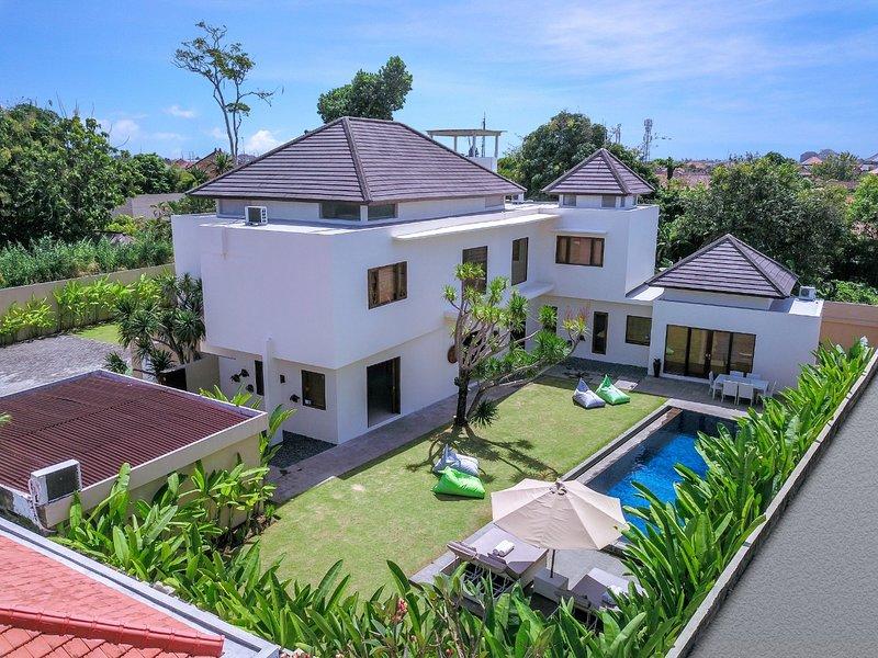 Villa Damaya Sanur, 3BR 5 min to beach, holiday rental in Sanur Kauh