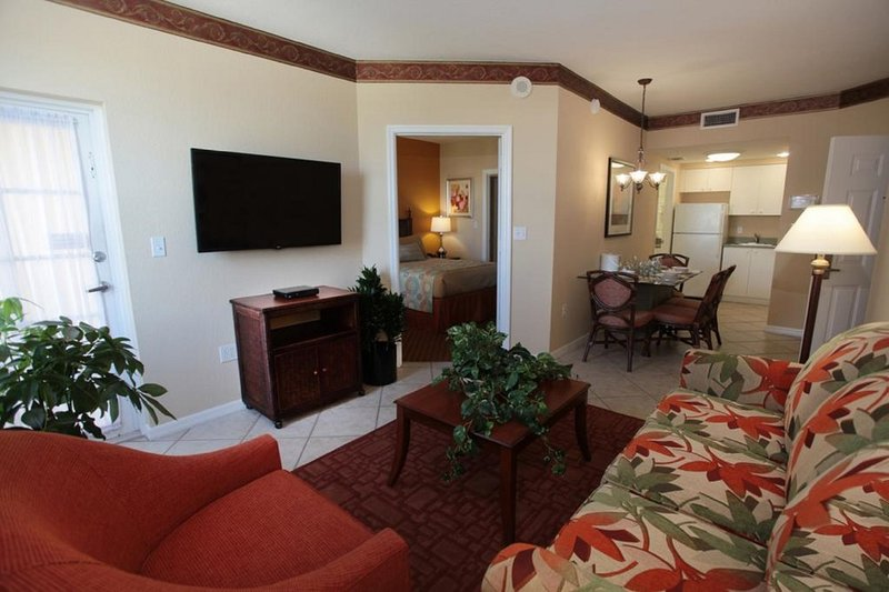 Luxury 2BR Suite at Vacation Village at Weston, holiday rental in Green Meadow